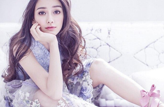 안젤라베이비 잡지 표지 장식, 봄처럼 화사한 미모