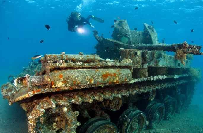 촬영사 해저 탐험, 아름다운 잔해를 사진에 담아