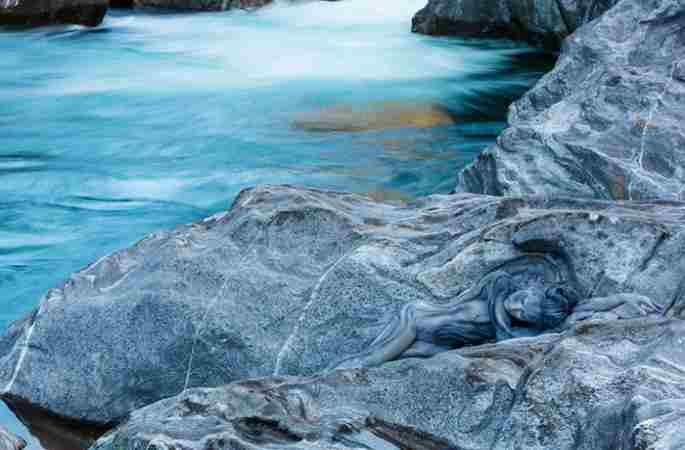 놀라운 위장예술: 미녀와 자연 완벽한 조화