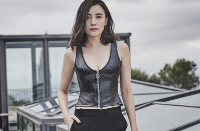 숭쟈 해외 패션 사진 공개, 스킨타이츠로 완벽 몸매와 롱 다리 뽐내