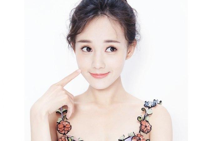 자색 드레스 입은 리이퉁(李一桐), 아름다운 선녀 같아
