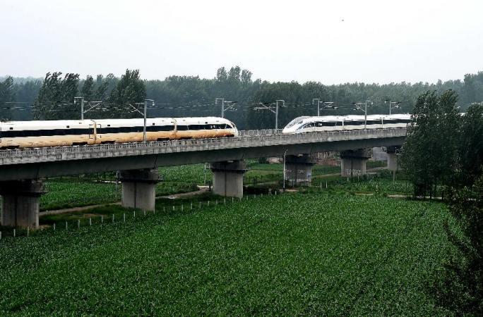 1초 117미터! 中 표준 고속 열차 세계 최고속 교차 실험 성공적으로 진행