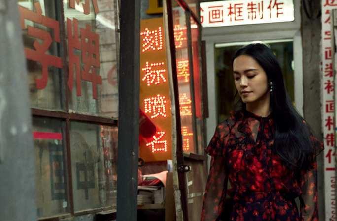 야오천 패션지 표지 장식, 베이징 골목서 남다른 풍정 연출