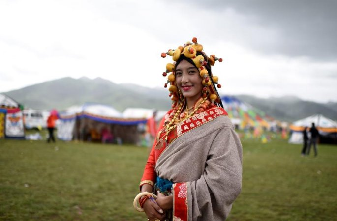 바탕초원의 소속민족의상 패션쇼