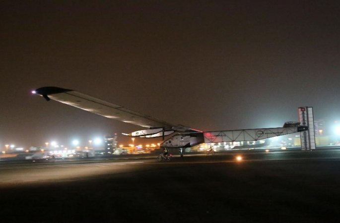 세계 최대 태양광 비행기 지구일주 완수