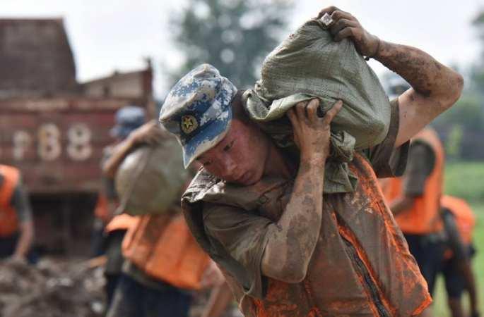 [기획]인민 해방군: 폭우 속의 버팀목
