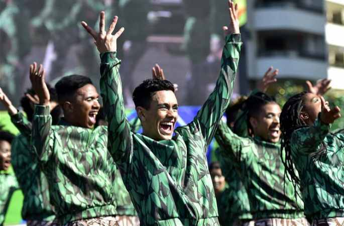 [리우올림픽]선수촌에서 국기게양식 진행…열정적인 축하공연 선사