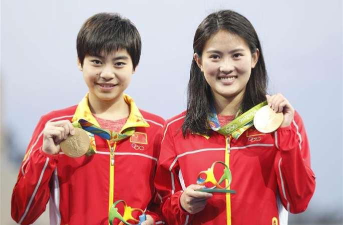 여자 싱크로나이즈드 다이빙 10m 플랫폼,천뤄린&류후이샤 금메달