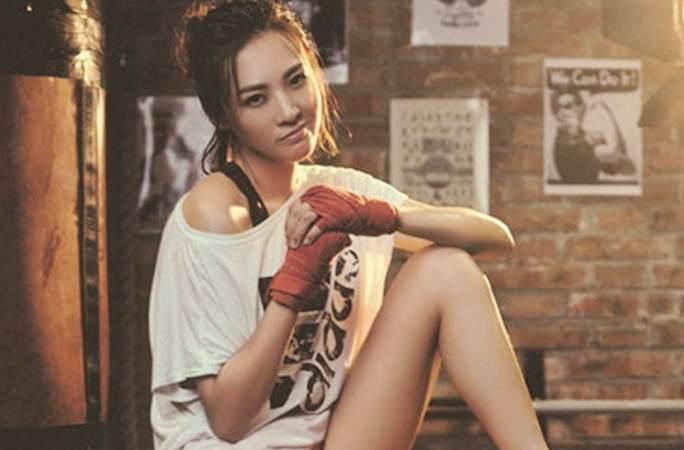 정뤄첸의 운동복 패션, 섹시한 바디라인 눈길 끌어