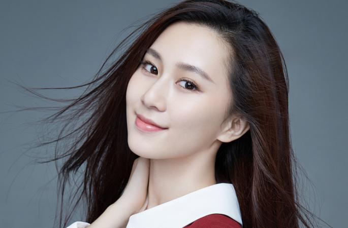 류잉룬 빨간 스커트에 학원파 소녀풍 연기