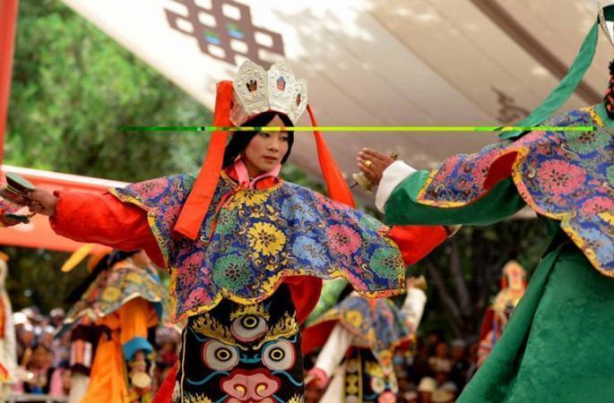 라싸, 쉐둔제 맞아 600년 전통 장극 선보여