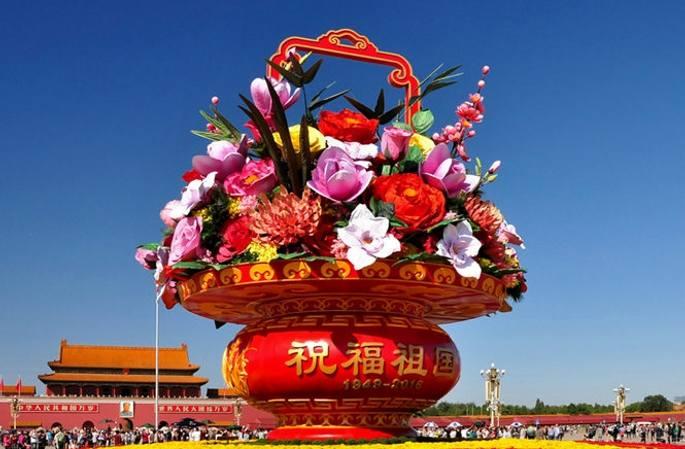 中 건국 67주년, 톈안먼광장의 화려한 꽃바구니 인기