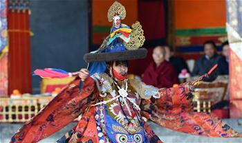 中 시짱 타쉬룬포사원서 도신(跳神) 행사