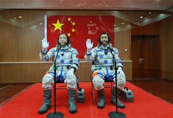 中 선저우11호 우주비행사 출발