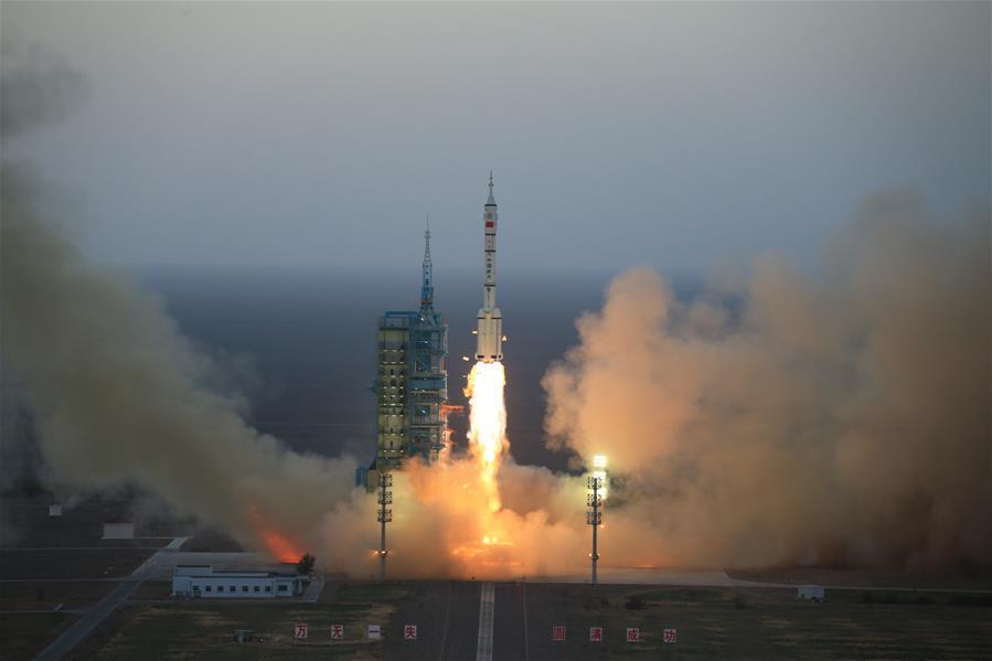 中선저우11호 우주선 하늘에 발사
