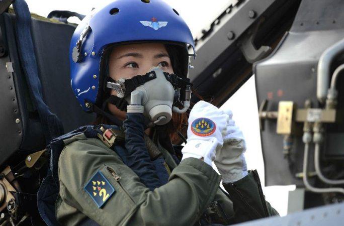 중국 첫 젠-10 여성조종사 혁명열사로 비준