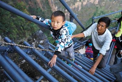 '새로운 하늘 계단' 수리 완료, 어린이들 안전하게 귀가