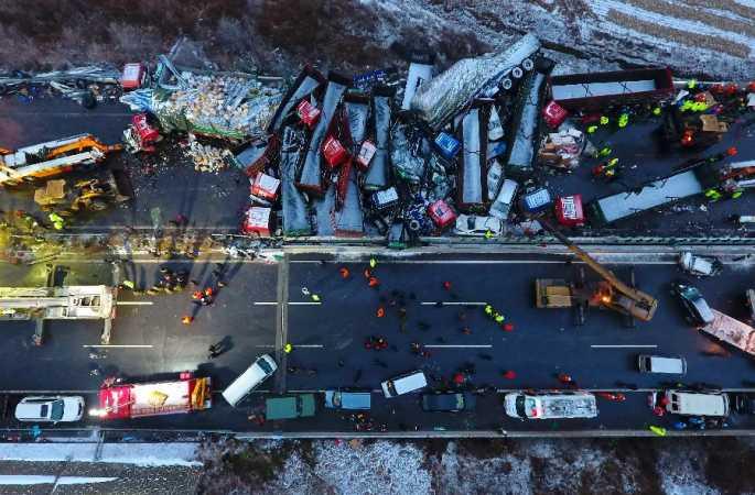 中 고속도로서 56중 추돌사고 발생, 17명 사망