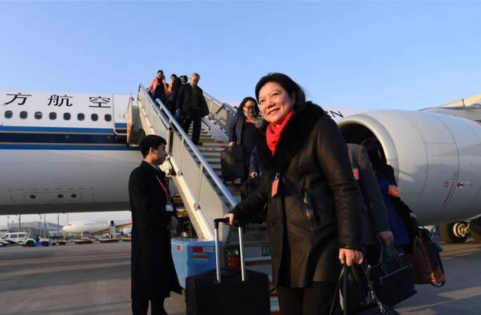 광둥 대표단 베이징에 도착