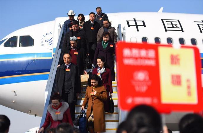 신장 대표단 베이징에 도착