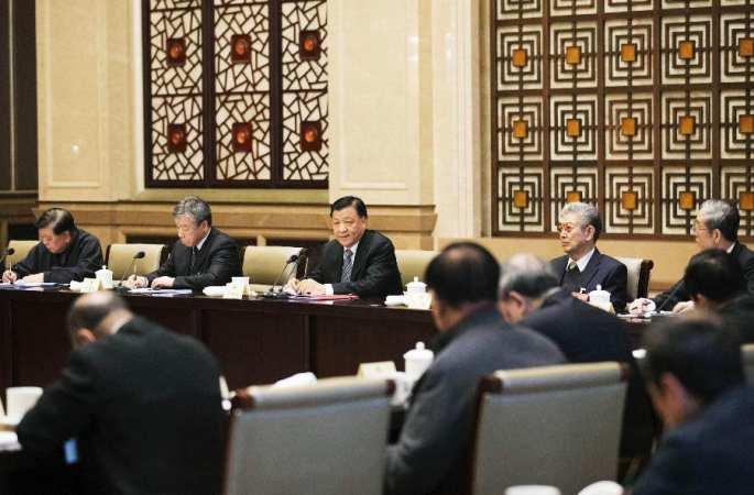 류윈산, 문예계 위원들 위문하고 토론에 참가