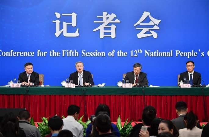 저우샤오촨 등, '금융개혁 및 발전' 문제와 관련해 기자질문에 대답