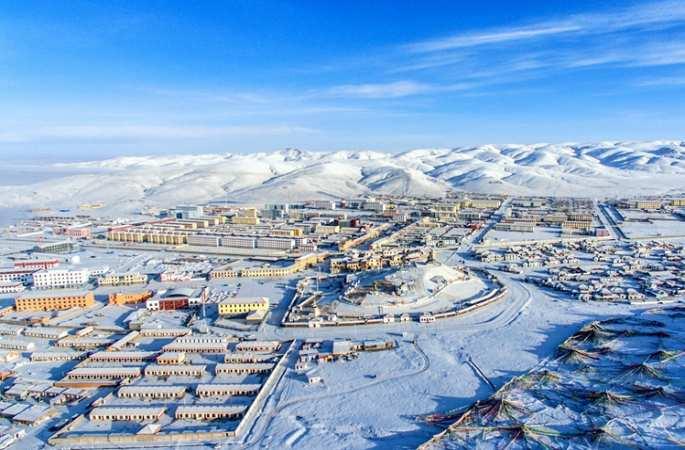 드론 촬영: 눈이 쌓인 칭하이 마둬현, 동화세계 연출