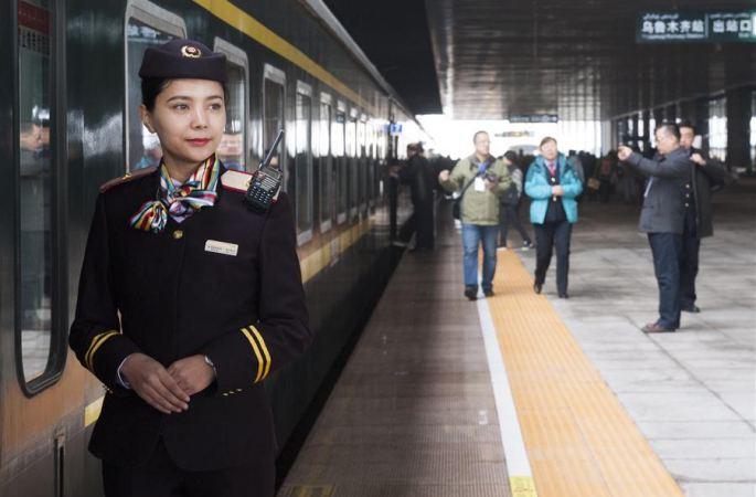 中 신장 '민족단결일가친호' 특급열차 추가운행