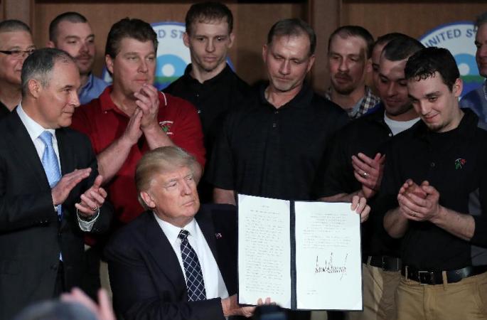 트럼프 대통령, 오바마 정부 기후정책을 뒤집는 행정명령에 서명