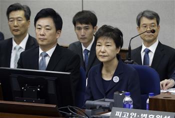 박근혜 韓 전 대통령 첫 재판에 출석...무죄 주장