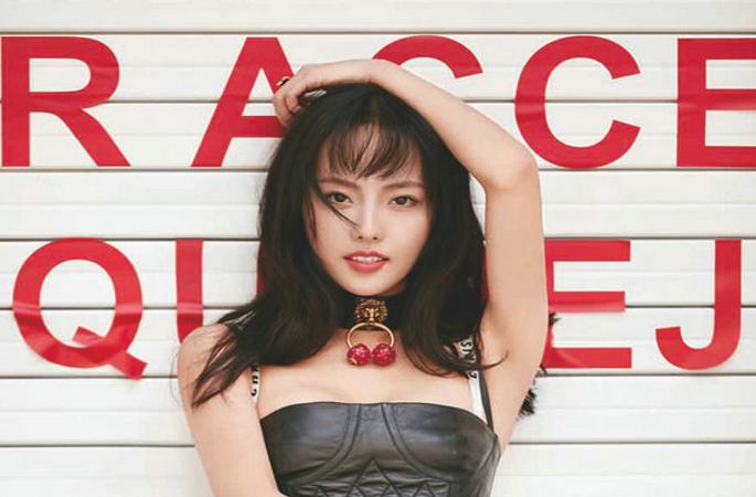 매거진 커버 장식한 장쟈니, 다양한 스타일링 연출