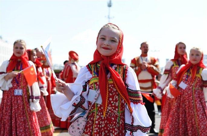 꽃마차 퍼레이드, 中俄 다채로운 민족풍 울려 퍼져