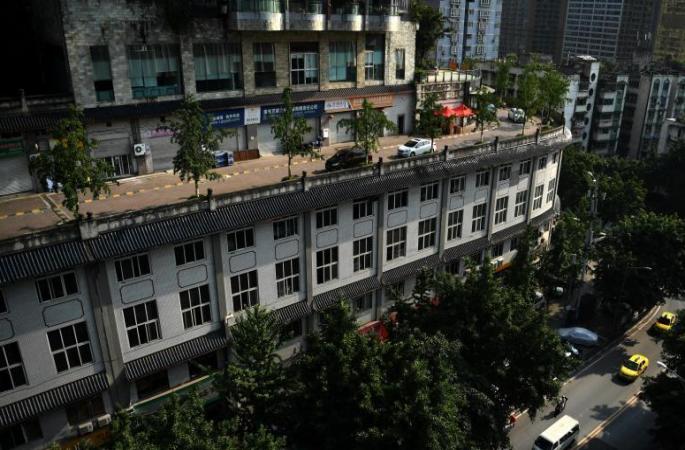 충칭 아파트단지 5층 옥상에 도로 건설!