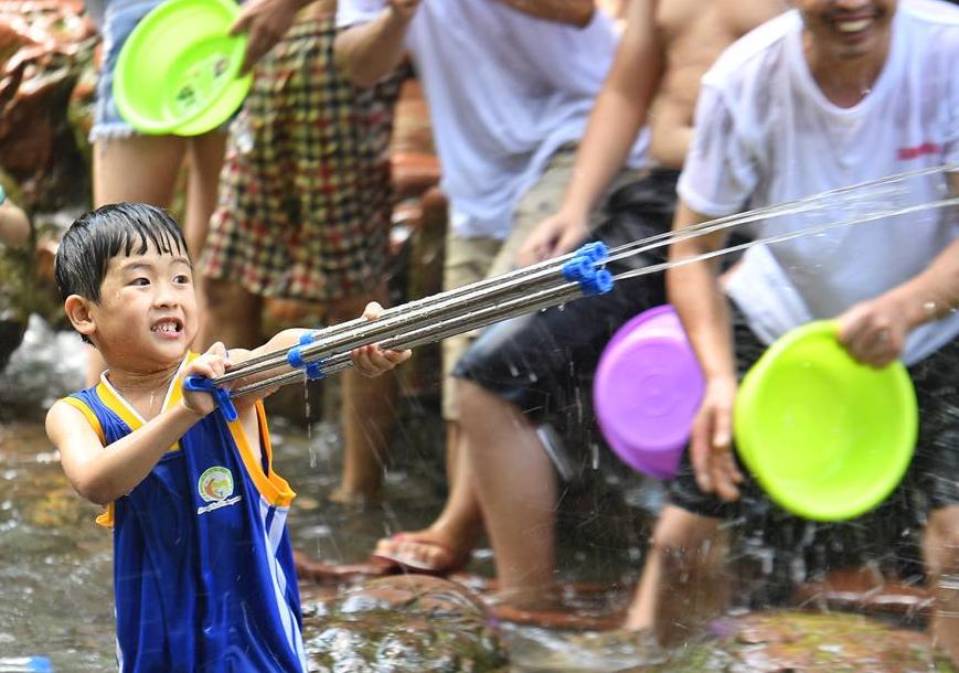 청두: 앤션트 타운에서 물놀이 하며 여름을 보내