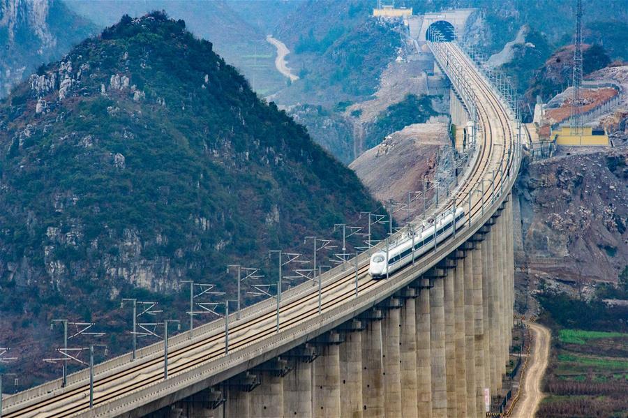 중국 철도: 시대의 명함을 쓰다