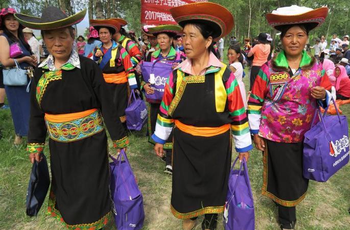 """""""어머니 소포"""" 칭하이 토족 빈곤여성의 혜택"""