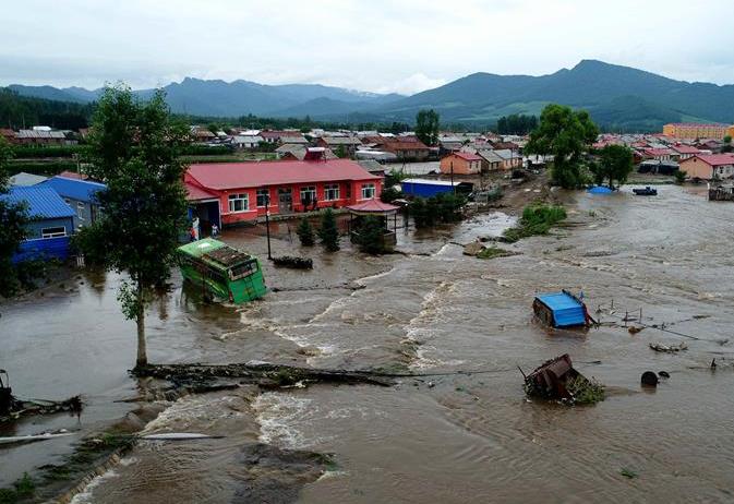 헤이룽장: 폭우 재해를 입어 민중들이 전이