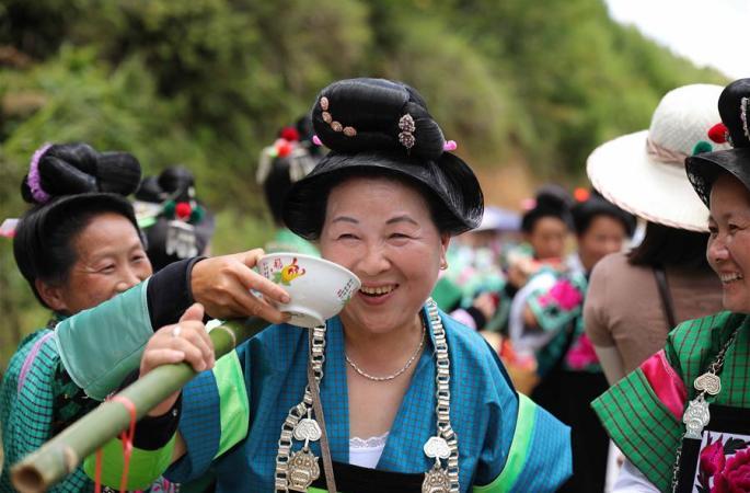 """구이저우 단자이:신교 낙성, """"고모""""들이 돌아와 함께 경축"""