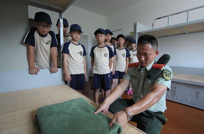 저장 저우산:군사 여름 캠프 열여, 부대 자녀들 무장경찰부대 병영에 들어가다