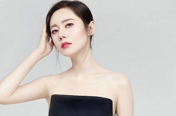 추자현 화이트 드레스 화보 공개, 부케를 들고 행복한 미소 발산