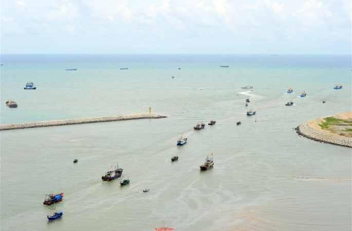 남중국해 삼복시즌 금어기 끝나, 어부들이 고기잡으러 바다에 나가