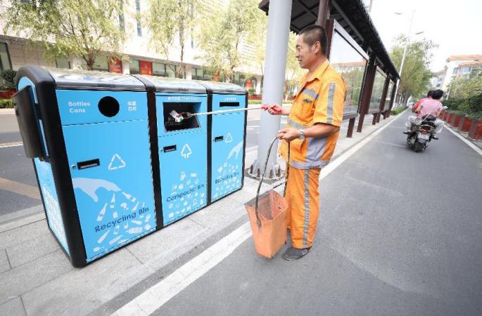 산둥 지난:친환경 스마트 쓰레기통 길거리서 선보여