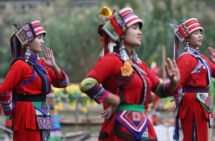 미녀 가수들 ,장쑤 첸화 옛마을에 모여 고전 민요 불러