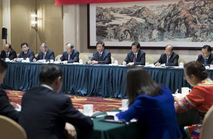 류윈산, 19차 당대회 윈난 대표단 토론에 참석