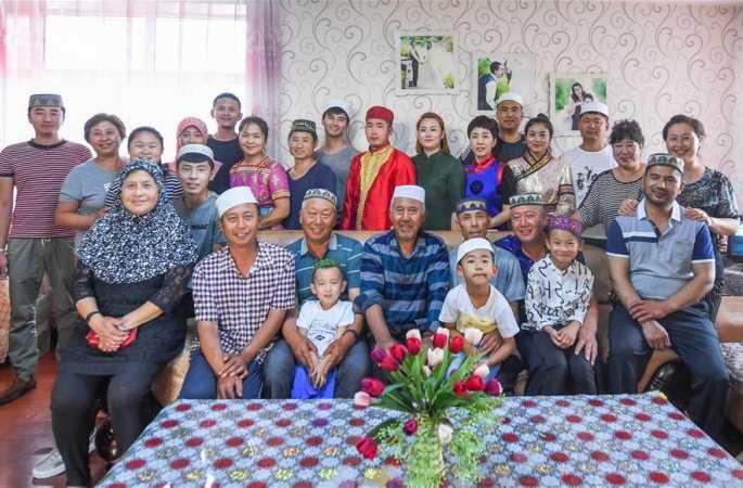 화목한 情 초원 위를 수놓다—6개 민족 식구 45명 한 가족의 끈끈한 정