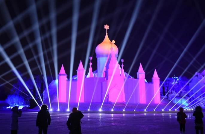 환상적인 라이트 쇼, 빙설축제에 '빛깔'을 보태
