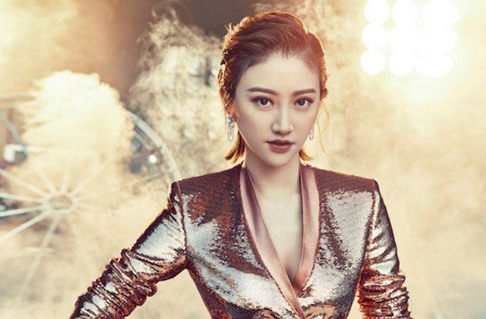 中 여배우 징톈 새해 잡지 표지 장식