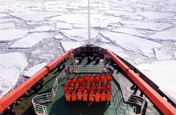 中 남극 신기지 건설용 대형 공사 장비, 인익스프레스블 아일랜드에 도착