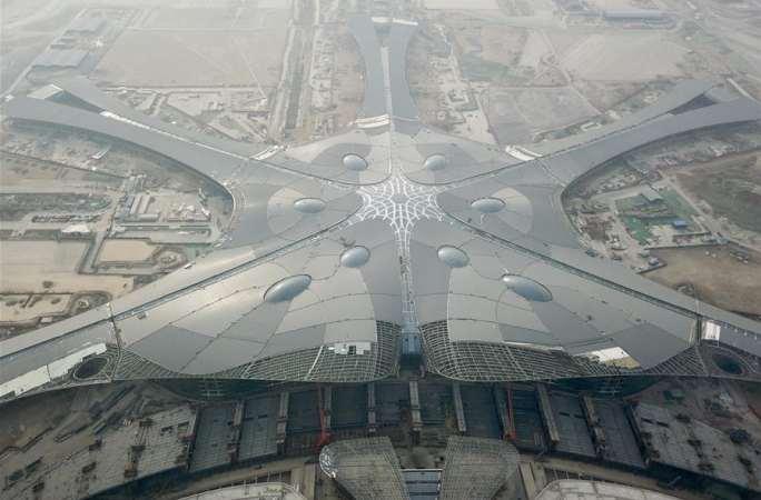 베이징 신공항 터미널 지붕 공사 마무리