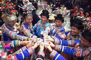中 구이저우 소수민족 동포들 둥족 전통 명절 둥녠 맞아